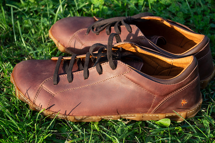 Men's 0768 Art Melbourne Brown Lace-Up in daylight