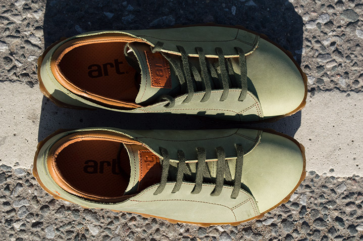 0768 Art Melbourne Kaki men's Lace-Up in daylight