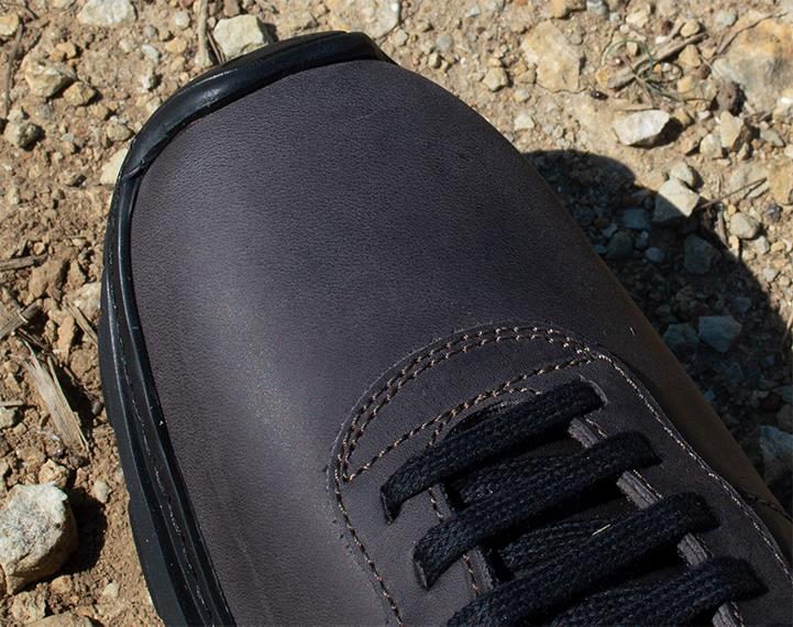 Toe sneakers
