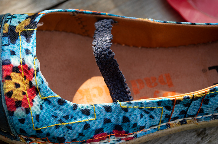 Bright fabric upper. The insole and sole are a unit.
