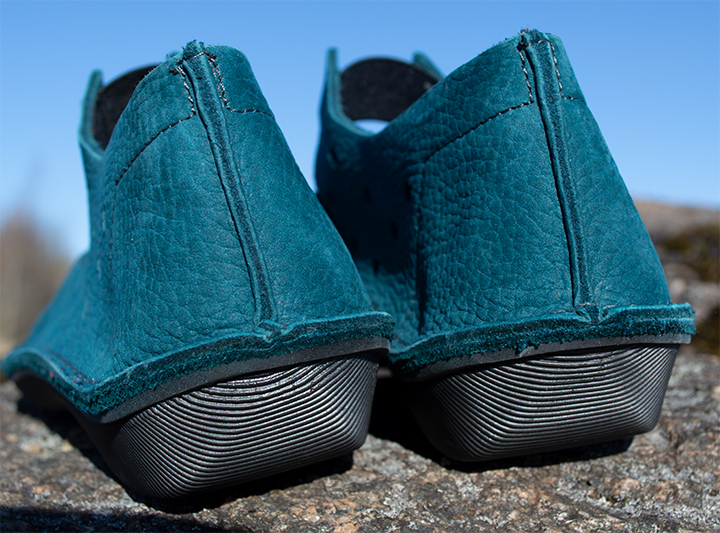 The sole is flexible and lightweight.